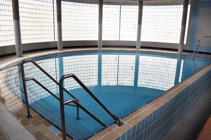 Zamora cuenta con la primera piscina p blica salada de la for Piscina climatizada de zamora