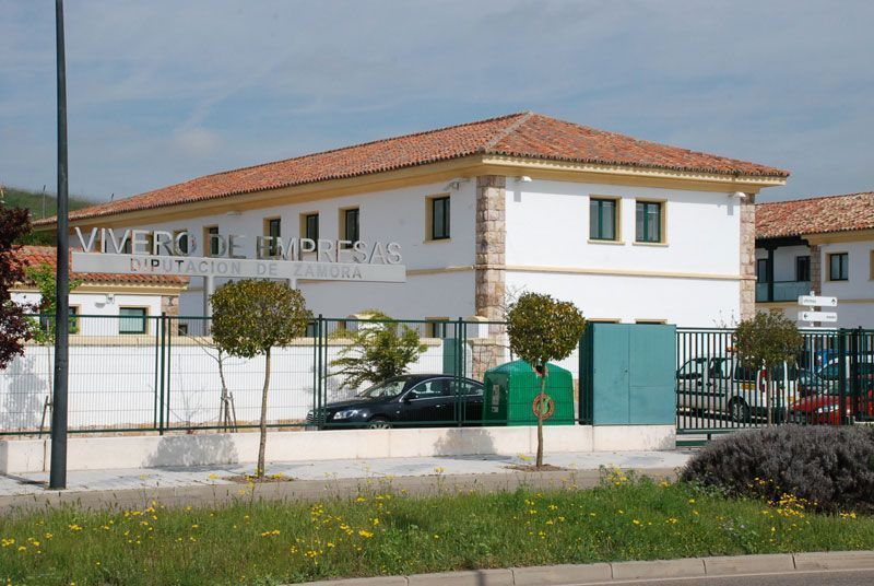 Cinco nuevas empresas se instalan en el vivero de empresas for Viveros en zamora